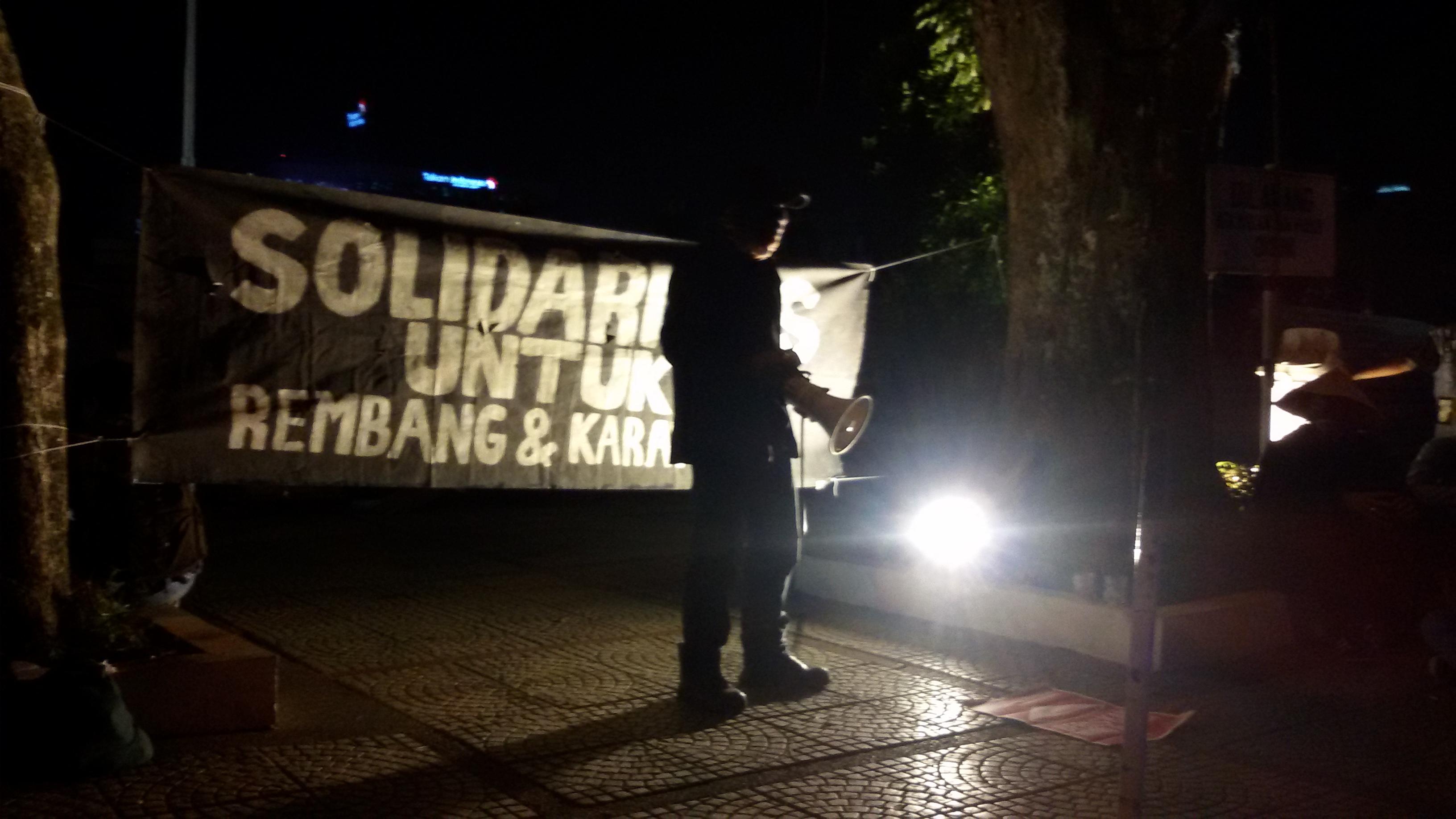 Aksi Front API memperingati Hari Tani dan 100 hari pendudukan di Rembang, Selasa (23/9) di halaman Gedung Sate. MP/ Veronica Dwi Lestari