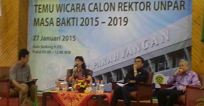 Temu wicara calon Rektor Unpar 2015-2020 yang diadakan di Aula Fakultas Ekonomi pada Selasa (27/1). MP/ Vincent Fabian