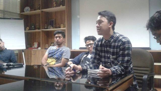 Rama Akbar Ramadhan, selaku moderator diskusi memberikan pandangannya dalam sesi diskusi (dok.MP).
