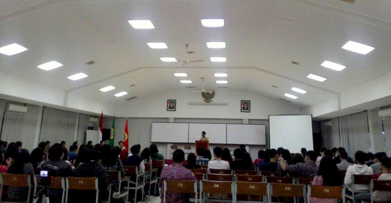 Suasana debat cakahim dan calon MPM fakultas hukum di ruangan 2305, Kamis (23/04). MP/ Kristiana Devina