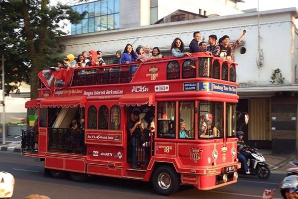 Bandung Tour on Bus ( Bandros) / dok. ayobandung.com