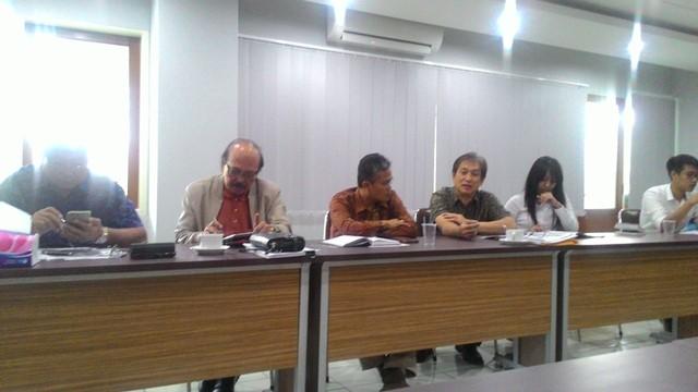 Suasana dialog bersama yayasan yang diadakan pada Jumat (4/12) di Gedung Rektorat Lantai 2. Dialog tersebut diadakan untuk mencari solusi dari dampak pembangnan PPAG / dok. Kristiana Devina