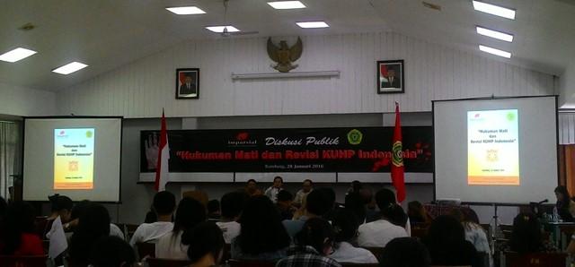 """Diskusi Publik """"Hukuman Mati dan Revisi KUHP Indonesia"""" yang dilaksanakan di Fakultas Hukum ruangan 2305 pada Kamis (28/01/2016) / Dyaning Pangestika"""