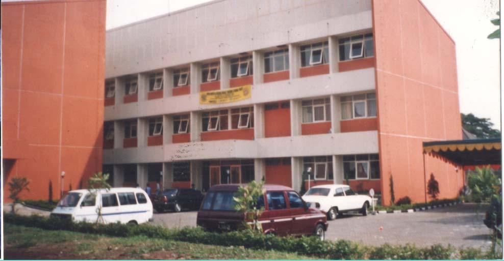 Gedung 8 FTI UNPAR masa 90an dok. MP