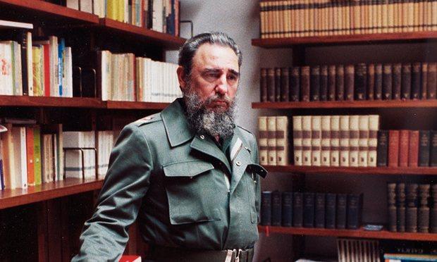 Castro saat sedang berada di Istana Presiden di Havana Tahun 1985. Dok/Charles Tasnadi/AP.
