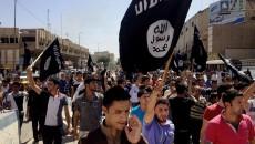 Demonstran di Mosul. Irak menyorakkan slogan-slogan pro-ISIS. Dok/Associated Press