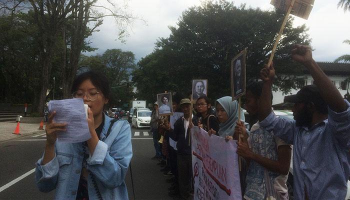 Salah satu orasi yang sempat berlangsung pada aksi Woman'S March di depan Gedung Sate, Bandung. Dok/MP
