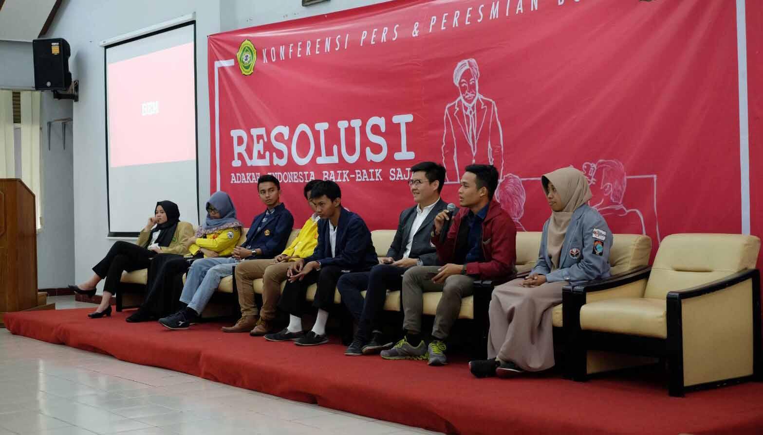 """Konfrensi Pers acara peluncuran buku """"RESOLUSI: Adakah Indonesia Baik-baik Saja?"""". Dok/PM UNPAR"""