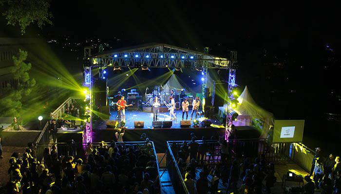 Pasar Malam Kampus Tiga (PMKT) 2017 yang diselenggarakan di selasar PPAG UNPAR. Dok/PMKT