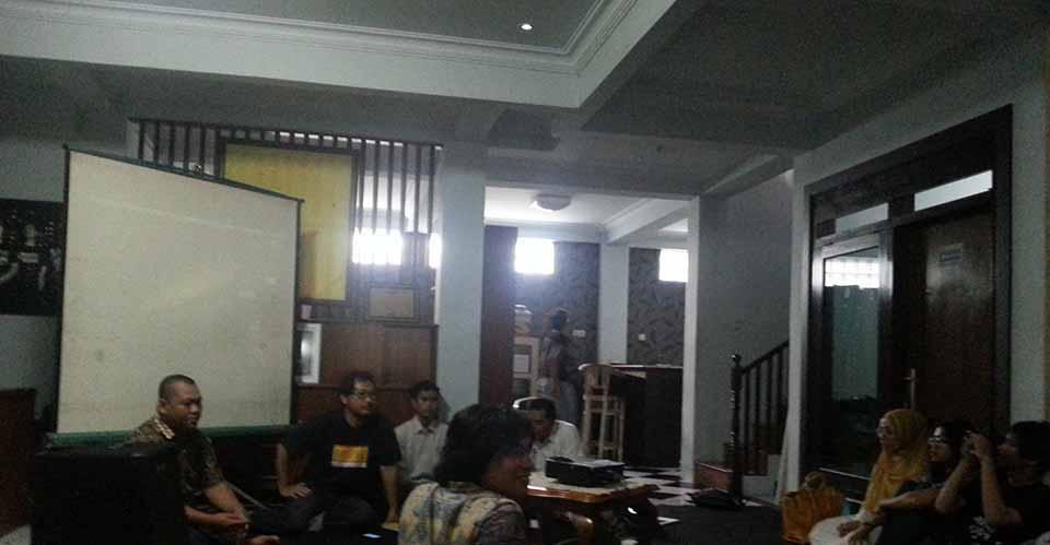 """Arip Yogiawan :  """"Pasal Karet""""  UU ITE"""