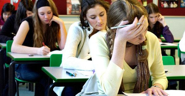 Berikan Perlakuan Kasar kepada Seorang Mahasiswa, Pengawas Ujian Meminta Maaf.
