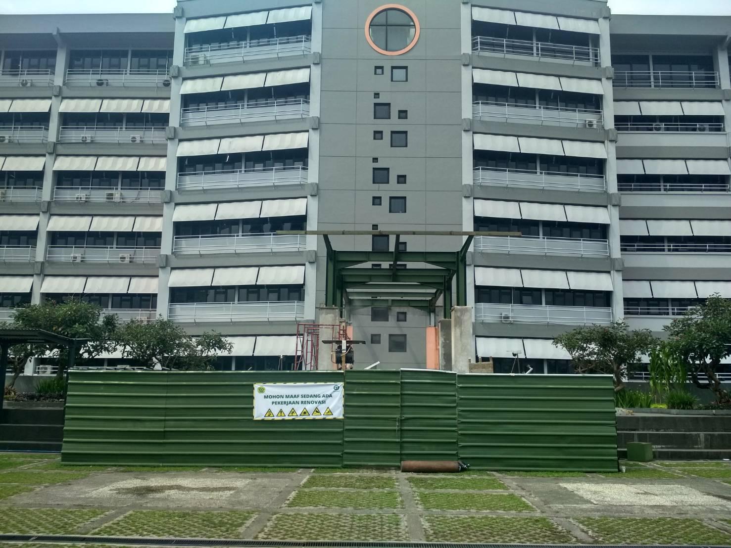 Pembangunan Tangga Penghubung Antara Gedung 9 Dan Rooftop Gedung 10