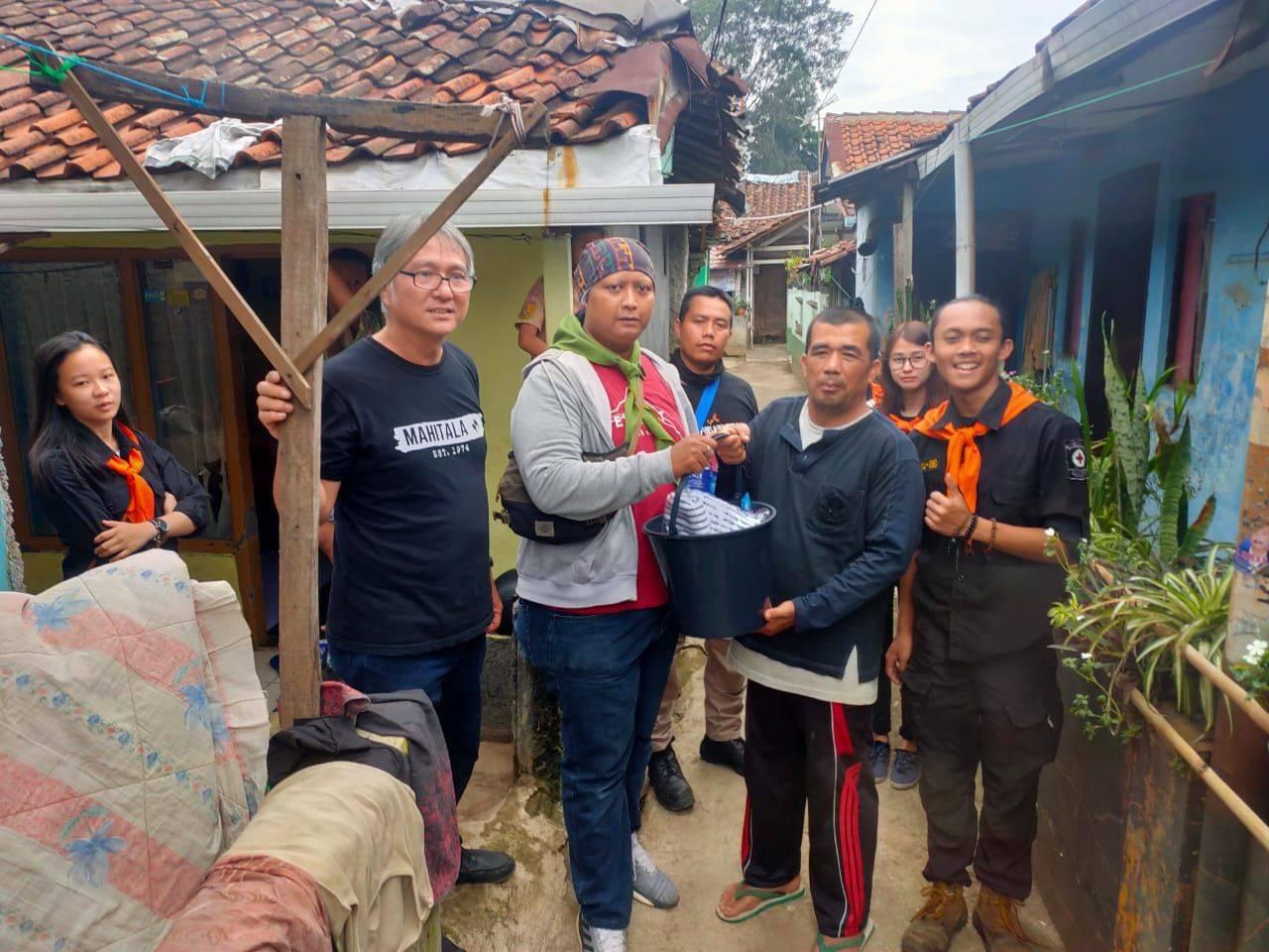 Korgala Turun Memberikan Bantuan Kepada Korban Banjir di Kabupaten Bandung